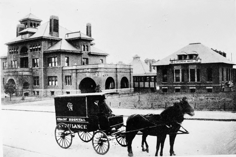 Horse-drawn-Ambulance-in-1896-Atlanta-for-Grady-Hospital-Possibly-the-ambulance-that-rushed-Baker-Bass-to-Grady-which-is-in-the-background-on-the-left-Georgia-State-University-Libary
